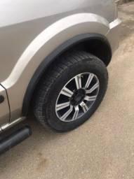 Aro 15 2 pneus novos e 2 meia vida ! Rodas da Ecosport