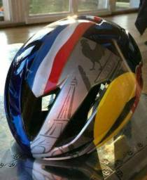 Capacetes Oakley / specialized