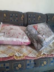 Edredom cobre leito