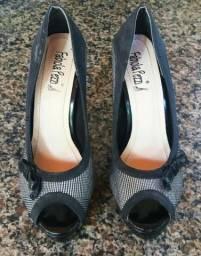 Sapato Peep Toe Meia Pata Com Estampa Preto E Branco