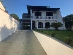 Casa com piscina e área verde