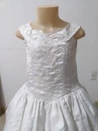 Vende-se Vestido de Daminha Branco. Usado 4x