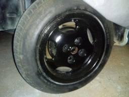 Vendo quatro rodas liga leve 13 com 2 pneus novo e 2 meia vida