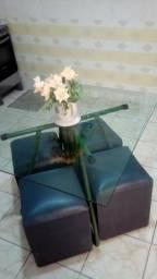 Mesa de vidro com 4 banquetas pufe