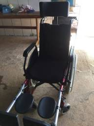 Vende-se cadeira de rodas