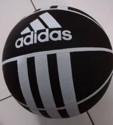 Bola de Basquete Adidas Nova aceito cartões