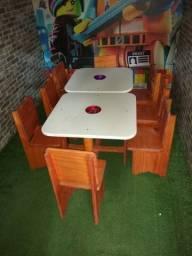 Mesa com 4 cadeiras infantis