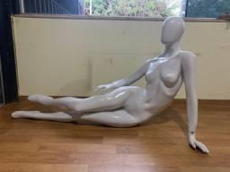 Manequim feminino de fibra R$400