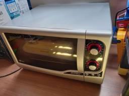 Vendo forno elétrico Fischer Gourmet Grill 44L em ótimo estado, pouco usado.