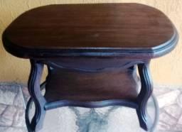 Mesinha de centro madeira maciça antiga (0,61 x 0,44 x 0,43 cm)