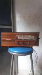 Vendo reliquia de 51 anos motoraradio original 6 faixa