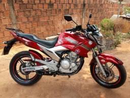 Vendo Fazer 250 moto toda revisada em excelente estado, apenas venda.