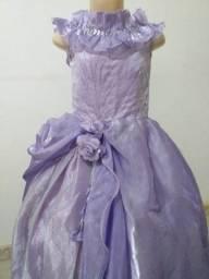 Vende-se Vestido de Daminha Lilás com fenda de bordados. Usado 3x