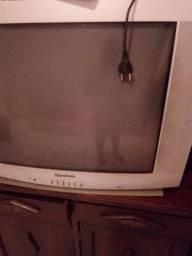 Estou vendendo essa televisão está em boas condições r$ 100