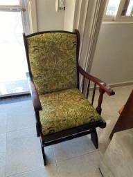 Vendo cadeira de balanço forrada