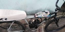 Bicicleta com motor adaptado