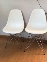 4 cadeiras eames , estão novas