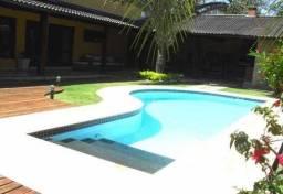 Maravilhosa casa com 4 suítes em condomínio em Camboinhas