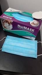 Caixa de mascaras descartáveis branca e azul e luvas descartáveis