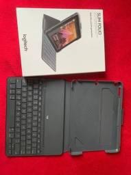 Capa Slim Folio da Logitech com teclado Bluetooth integrado para iPad (5ª geração)