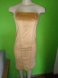 Título do anúncio: Vestido Tomara que Caia em Veludo Dourado - Tamanho M