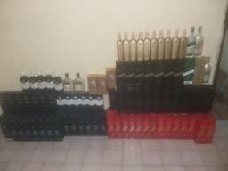 Garrafas vazias de whisky todas sem arranhões no rótulos  cada uma c/preços diferentes