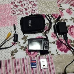 Máquina fotográfica nikon com caregador bateria memória de 4G e cabo para ligar na TV