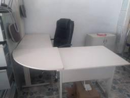 moveis de escritório mesa, cadeiras, armários etc.