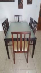 Mesa de Jantar de 6 Lugares e tampo da mesa de vidro.