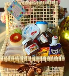 Cestas, buquês, chocolate, flores, pelúcia, presentes,