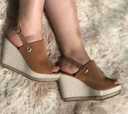 Sandálias de salto.