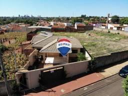 Casa com 3 dormitórios para alugar R$ 1.450/mês - Jardim do Sol - Ourinhos/SP