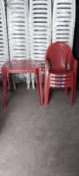 Conjunto de Mesa e Cadeiras Plásticas Poltrona