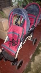 Carrinho de bebê para gêmeos marca Galzerano