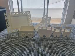 Kit decorativo para quarto de bebê. Com acabamento na laka branca.
