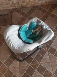 Bebê conforto ,cadeirinha de alimentação é suporte de banheira.