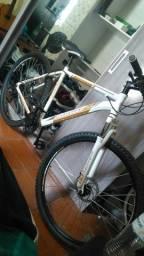 Bicicleta mountain bike aro 29 kit Shimano alumínio nova