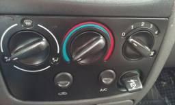 Fiesta 05 com ar e vidro - 2005