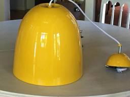 Luminária pendente amarela de aluminio