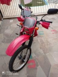 Xr 200 2002 vermelha. Troca por pick up Saveiro Strada montada 1.4 c ar + volta