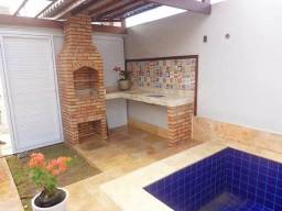 Casa duplex com piscina e deck, 3 quartos