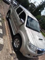Hilux srv diesel,105.000.00 - 2012