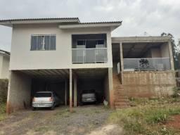 Casa com 2 quartos, banheiro, sala, cozinha, área de festas com banheiro e lavanderia