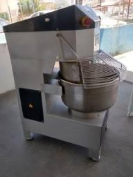 Amassadeira 2 velocidades 25kls de farinha Ferri
