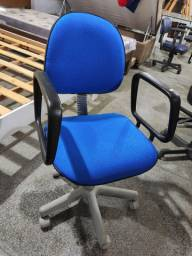 Cadeira Escritório Giratória com Regulagem de Altura