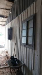 Terreno com duas casas de madeira vendo ou troco