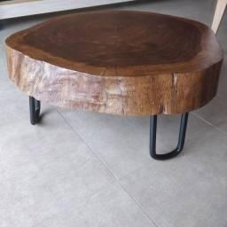 Mesa de centro rústica pés de ferro