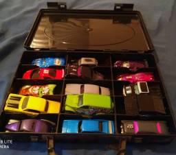 Carrinhos hotwheels com maleta