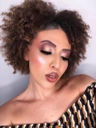 Modelo de maquiagem