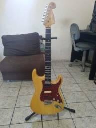 R$ 500 Guitarra Memphis mg32